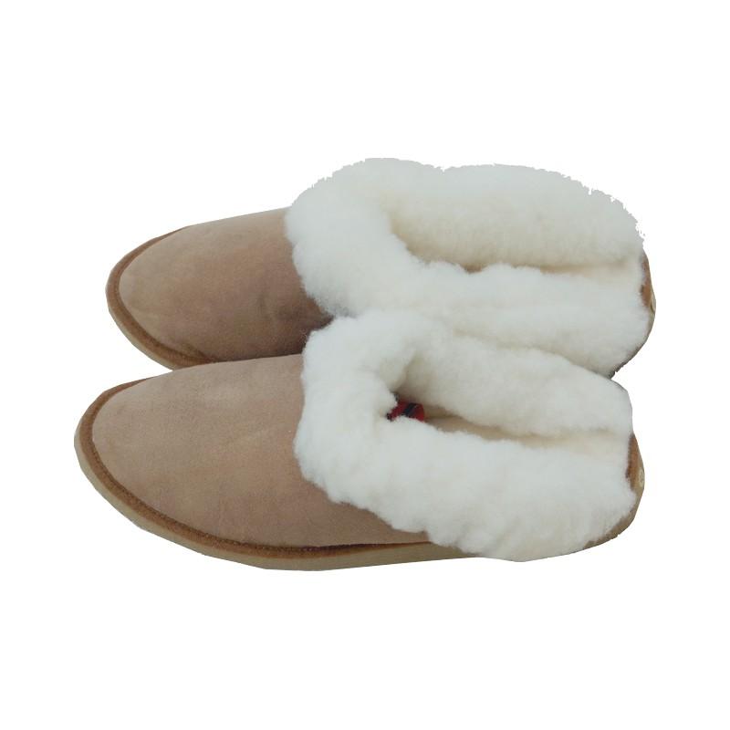 mule chaude en peau de mouton double face en coloris corail ou marron. Black Bedroom Furniture Sets. Home Design Ideas